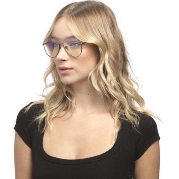 6e0a69d96d8 NWT   Box   Diff Eyewear Dash with Clear lenses